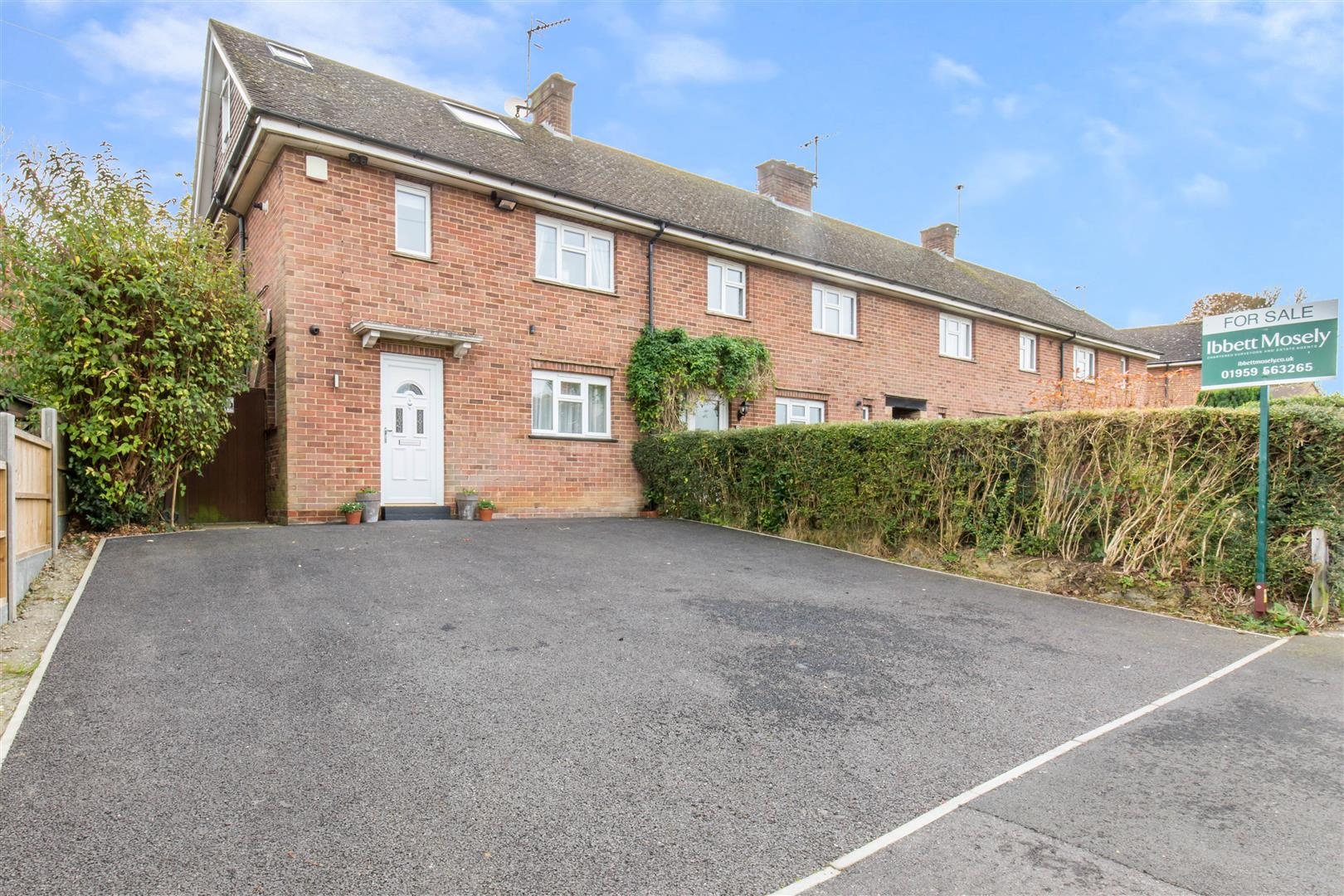 3 Bedrooms End Of Terrace House for sale in New Farthingdale, Dormansland, Lingfield
